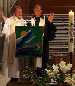 L'abbé Marc Donzé et le pasteur Martin Hoegger, accompagnateurs des communautés catholiques et protestante.